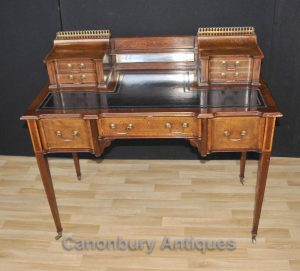 Click here to view this gorgeous antique Carlton House desk on Canonbury Antiques website >>